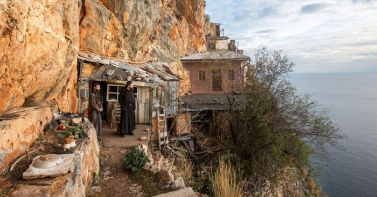 Αγιο Ορος: Οι μοναχοί που ζουν στην άκρη του γκρεμού (ΦΩΤΟ)