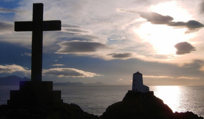 213d9-anglesey-views-llandwyn-cross-lighthouse-at-sunset