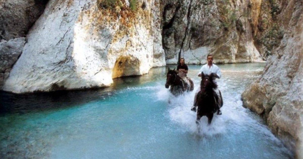 Ο θρυλικός ποταμός Αχέροντας που μαγεύει τον επισκέπτη