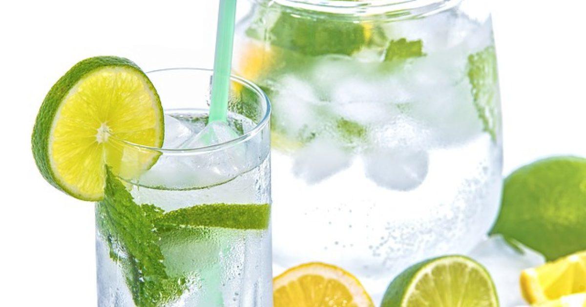 Πιείτε ένα ποτήρι ζεστό νερό με λεμόνι και κουρκουμά κάθε πρωί και δείτε το σώμα σας να αλλάζει!