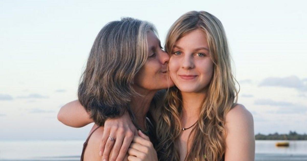 Αυτά είναι τα στάδια σου περνάει η σχέση κάθε κόρης με τη μαμά της