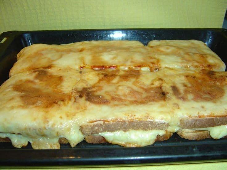 pitsa-tost-tis-elenis-poy-trelanei-to-diadiktyo
