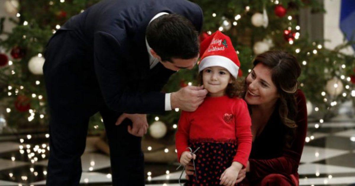 """Κάλαντα στον Αλέξη Τσίπρα: Η πιτσιρίκα που """"κέρδισε"""" τη Μπέτυ Μπαζιάνα"""