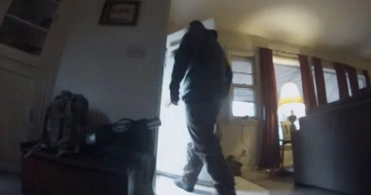 Τοποθέτησε κάμερα στο σκύλο του για να δει τι κάνει όταν μένει μόνος του. Το αποτέλεσμα… θλιβερό