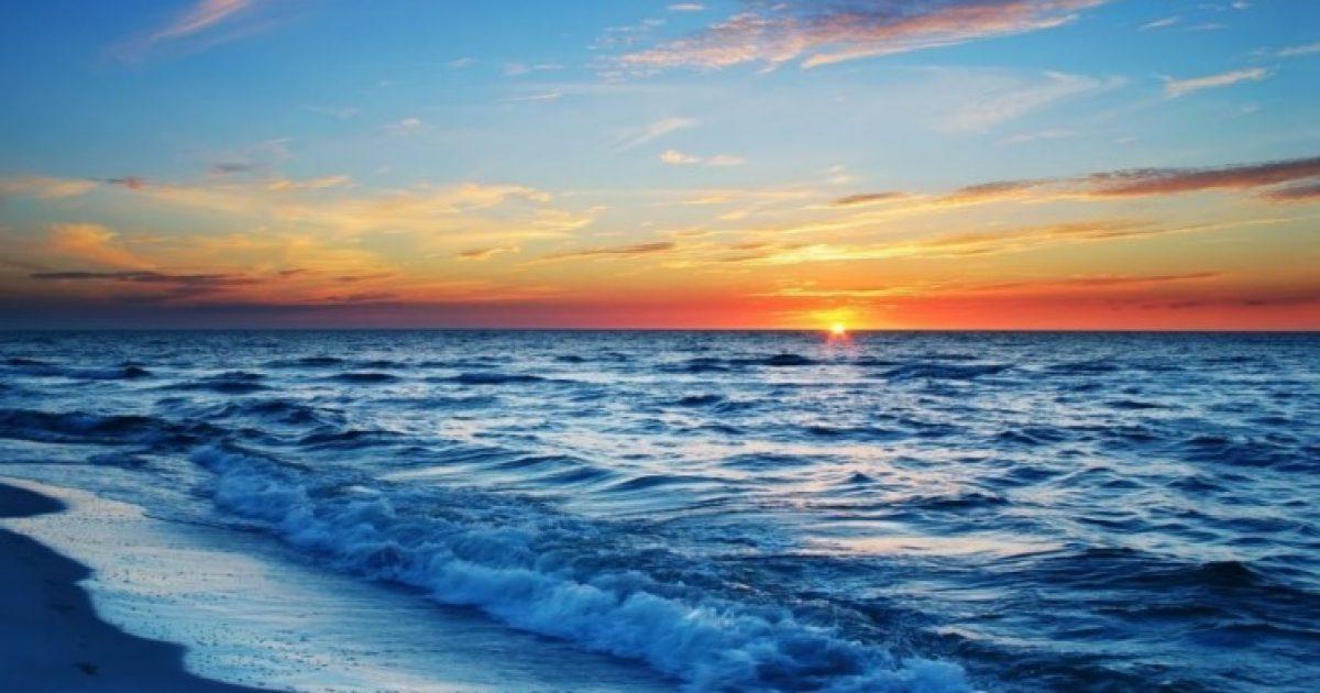 Μια βόλτα στη θάλασσα μπορεί να αλλάξει τη δομή του εγκεφάλου σας, λένε οι επιστήμονες