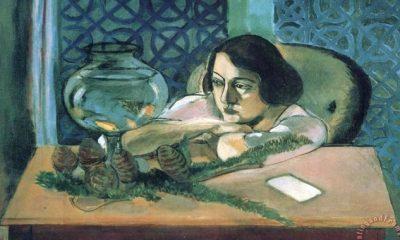 woman_before_a_fish_bowl_1922