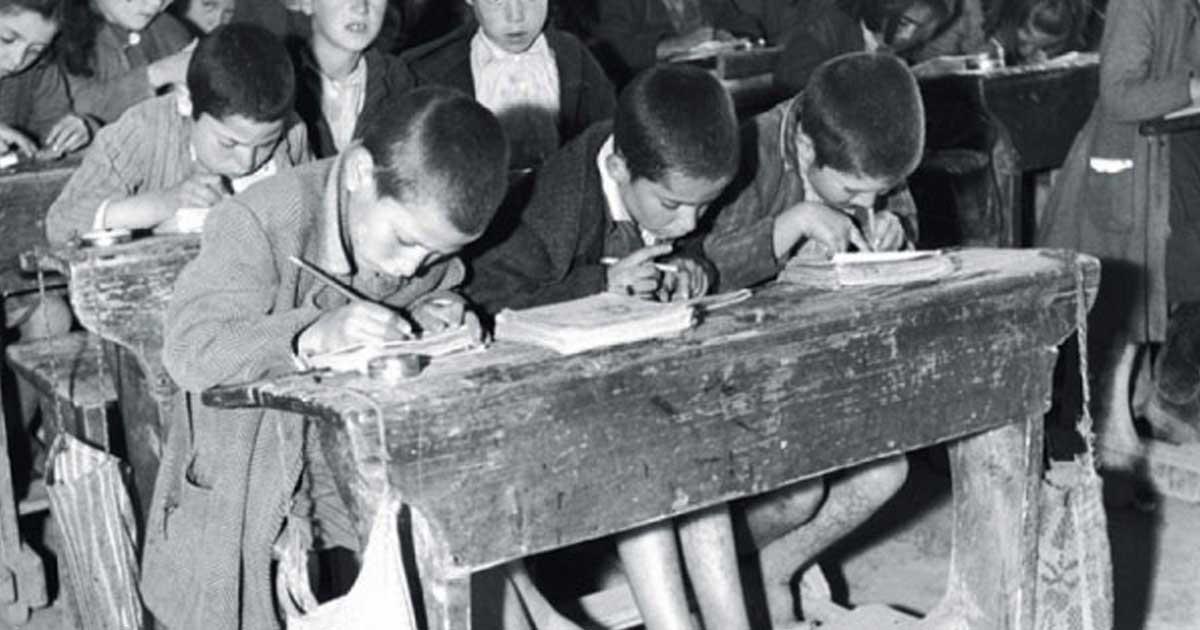 Παλιές νοσταλγικές φωτογραφίες από ελληνικά σχολεία!