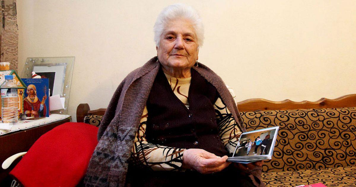 84χρονη Ελληνίδα έγινε ανάδοχη μητέρα σε 15 παιδιά