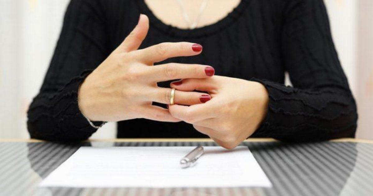να βγαίνω με κάποιον ενώ περνούν από διαζύγιο. Περιγράψτε τον εαυτό σας σε παραδείγματα τοποθεσιών γνωριμιών