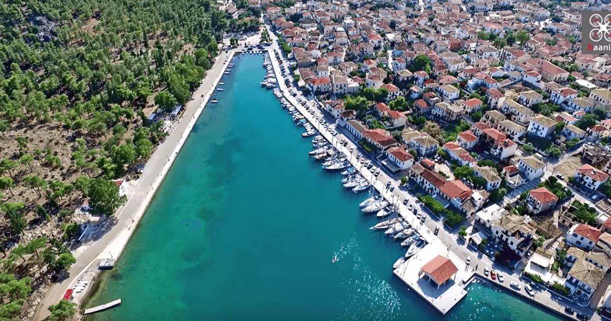 Ο ελληνικός παράδεισος των ιστιοπλόων με τα αρχοντικά και τα μαγευτικά νησάκια