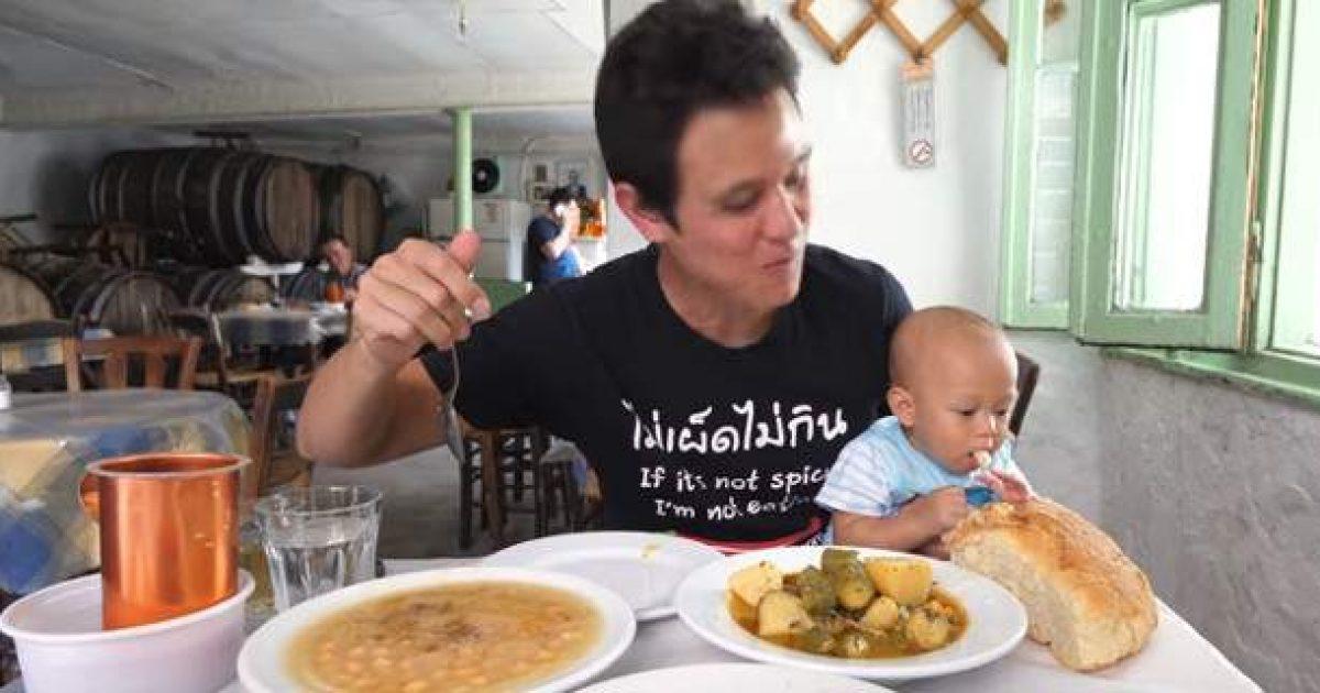 Αμερικανός κριτικός φαγητού ξετρελάθηκε με το φαγητό σε αυτά τα 3 μαγαζιά της Αθήνας