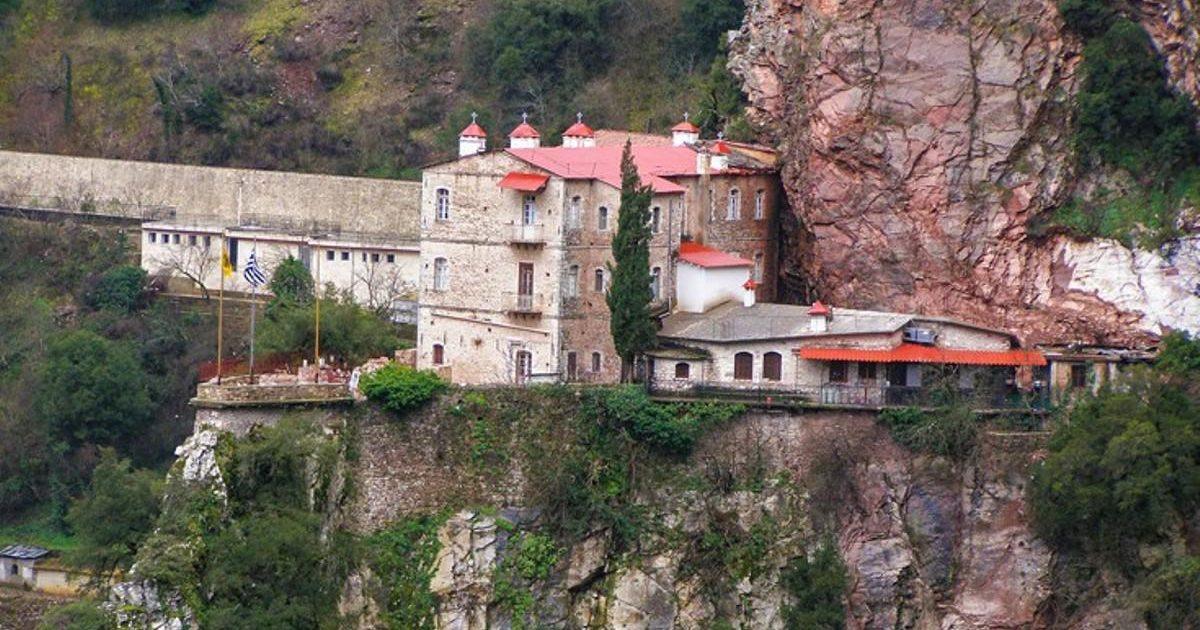 Μονή Προύσου, το μοναστήρι που μοιάζει σα να κρέμεται από τους βράχους