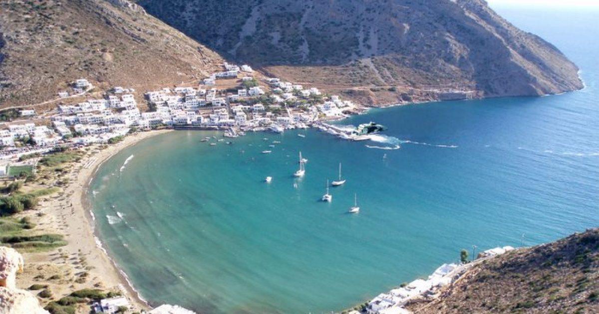 Το ελληνικό νησί με τις 235 εκκλησίες!