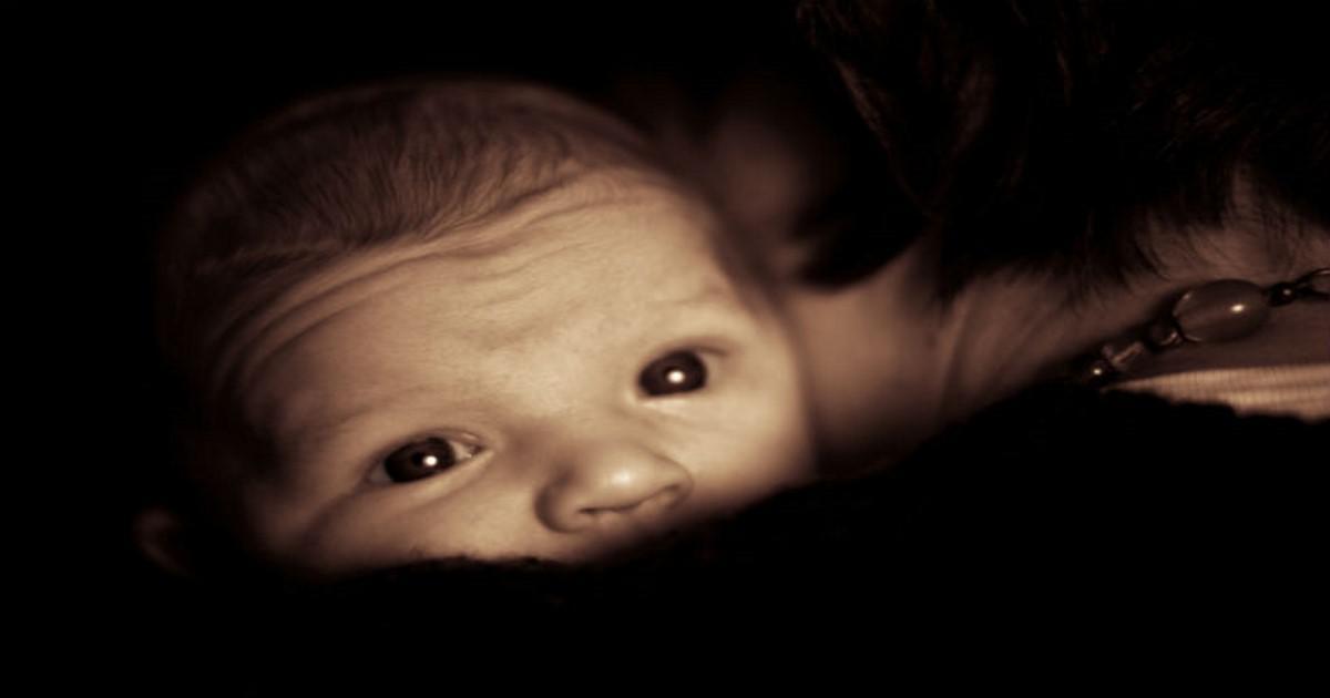 Οι σκέψεις μιας μάνας όταν κρατάει το μωρό για πρώτη φορά στην αγκαλιά της