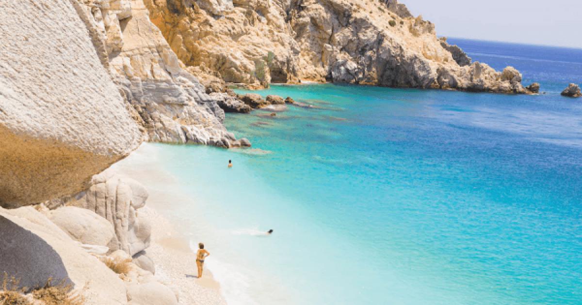 Μαγευτική Ικαρία: Το ελληνικό νησί που ζεις χωρίς ρολόι, άγχος και ταλαιπωρία.