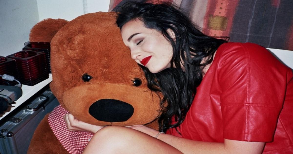 Οι γυναίκες πάντα θα χαμογελούν με μια σοκολάτα κι ένα λούτρινο αρκούδο