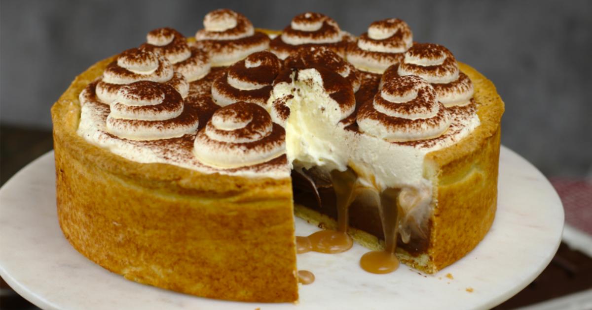Γλυκιά αμαρτία: Εκπληκτική συνταγή για σοκολατόπιτα με καραμέλα