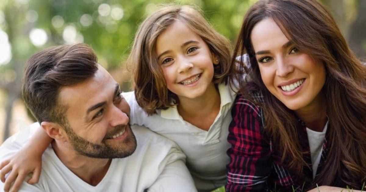 Οι όμορφοι γονείς κάνουν κόρες σύμφωνα με τους επιστήμονες