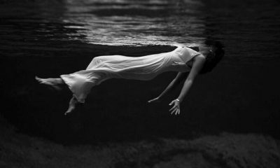 woman-in-white-dress-in-the-dark-water-37251-2560×1600-e1527230325340-1200×682