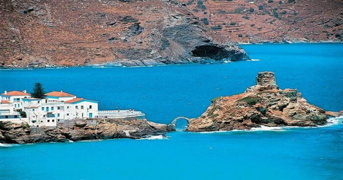 Η «Μικρά Αγγλία» της Ελλάδας: Το καταπράσινο νησί με την εξωτική ομορφιά που ύμνησε ο Εμπειρίκος